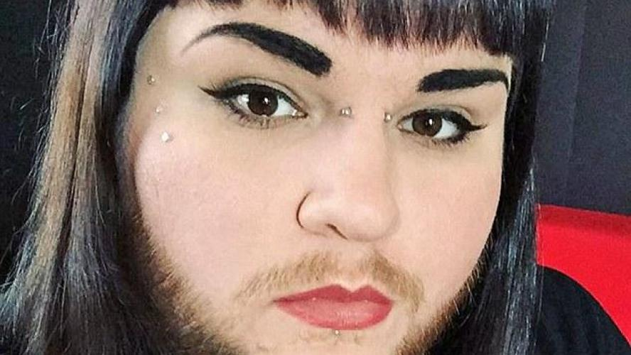 femme-a-barbe-pilou-pilou