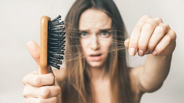 11 causes courantes de perte de cheveux chez les femmes